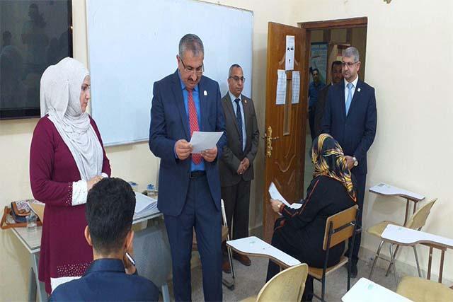 رئيس جامعة كربلاء يتفقد سير الامتحانات النهائية في كلية التربية البدنية وعلوم الرياضة